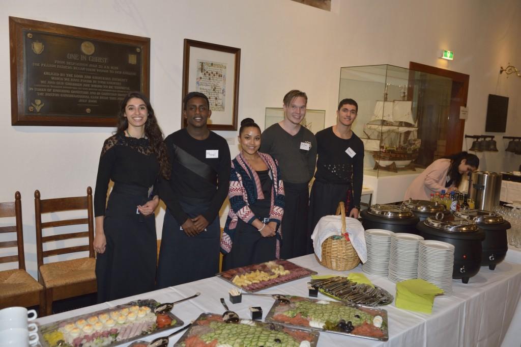 Met de hulp van de studenten van Scholingswinkel aan de Nieuwe Binnenweg werd de bijeenkomst een groot succes.