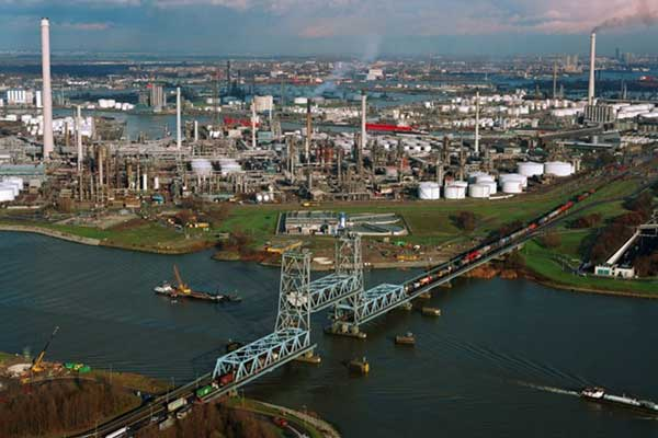 Actieplan voor toekomst industriecluster in Rotterdam en Moerdijk