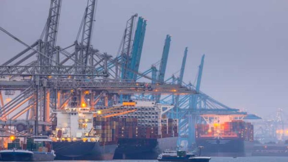 Rotterdam streeft Amsterdam economisch voorbij